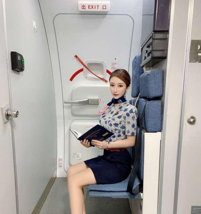 香港巨乳翘臀兼职女